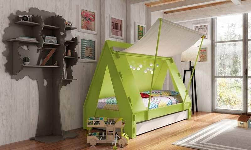 Cama montessoriana em formato de tenda