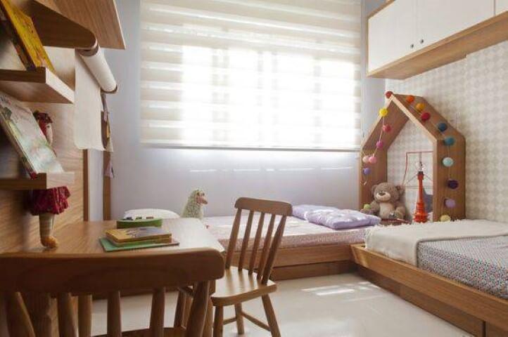 Cama montessoriana em quarto duplo