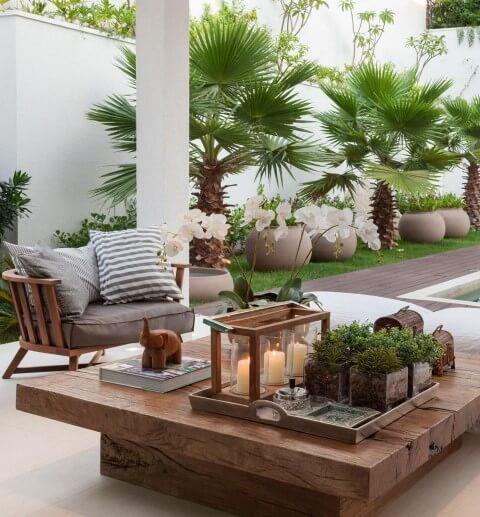 Casa com varanda com decoração em madeira Projeto de AR Arquitetura