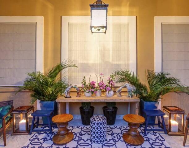 Casa com varanda com decoração singela Projeto de Mayra Mendes