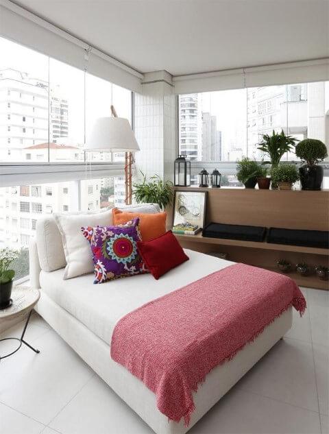 Casa com varanda e chaise Projeto de Duda Senna