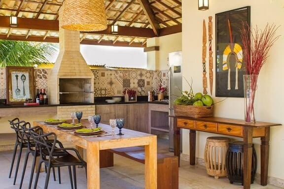 Casa com varanda gourmet com churrasqueira de tijolos Projeto de Jamile