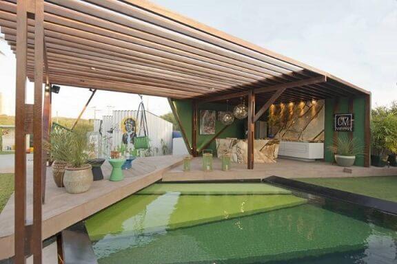 Casa com varanda gourmet com pergolado de madeira Projeto de Casa Cor Ceará 17