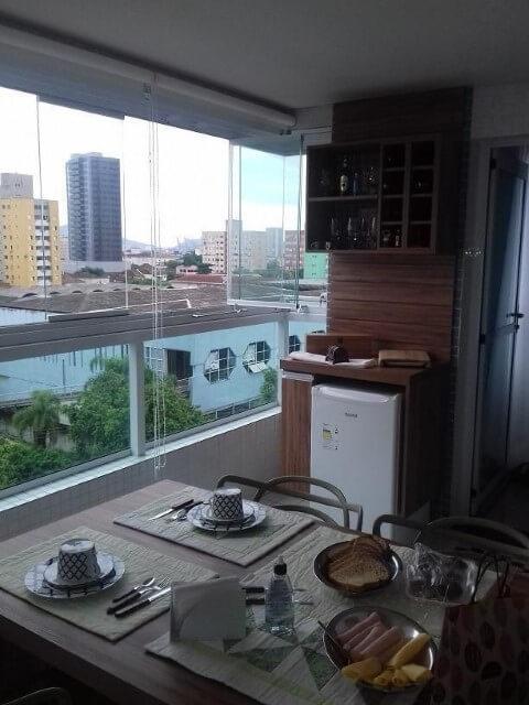 Casa com varanda gourmet compacta Projeto de Orodeschi