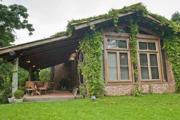 Casa com varanda lateral Projeto de Rafael Guimarães
