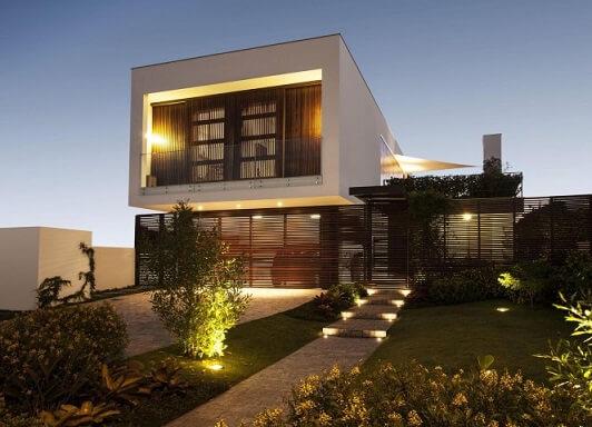Casa com varanda no piso superior Projeto de Marchetti Bonetti