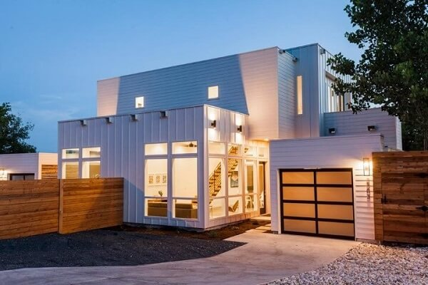 Casa ampla e branca