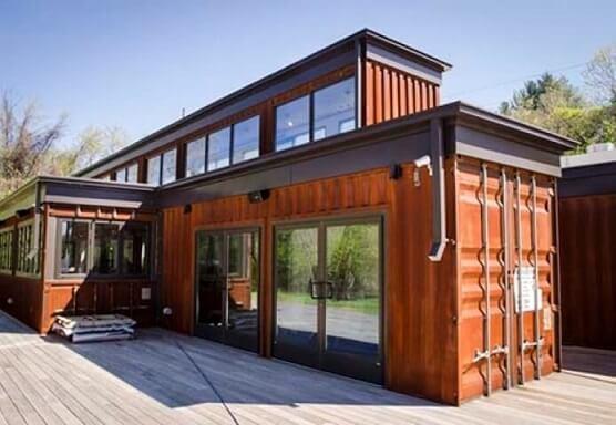 Casa container laranja com vidro