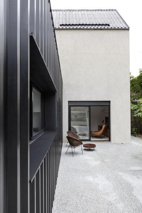 Casa container preta Projeto de Felipe Hess