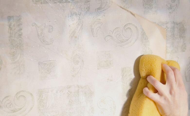 Como tirar papel de parede com cola