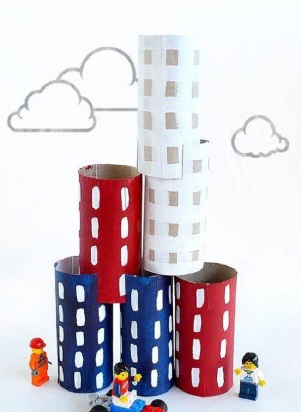 Crie prédios para complementar a brincadeira com LEGO. Fonte: Pinterest