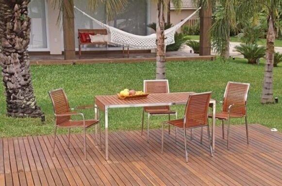 Deck de madeira em jardim Projeto de Madeira Madeira