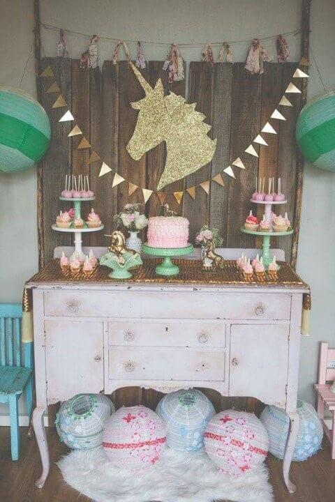 Decoração de aniversário simples com tema de unicórnio