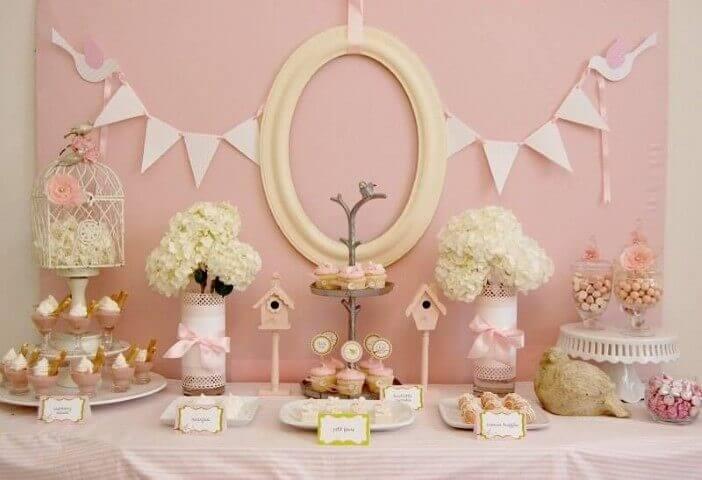 Decoração de aniversário simples em rosa pastel