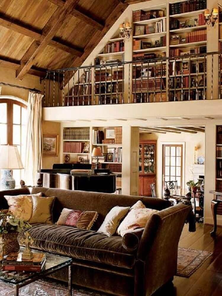 Diferentes almofadas para sofá marrom
