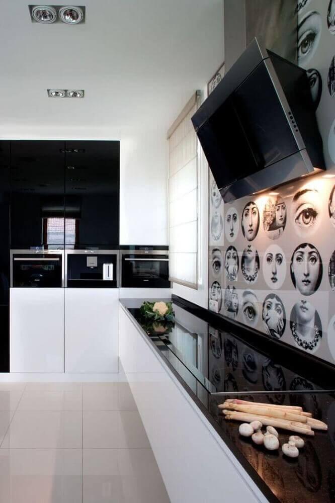 Divertido revestimento parede cozinha moderna.