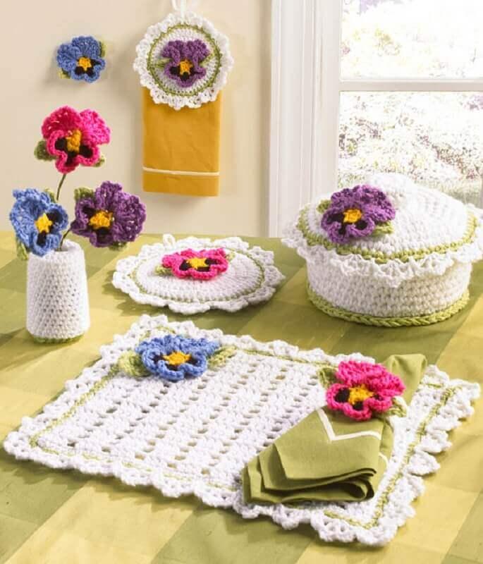 jogo de cozinha em crochê com flores coloridas