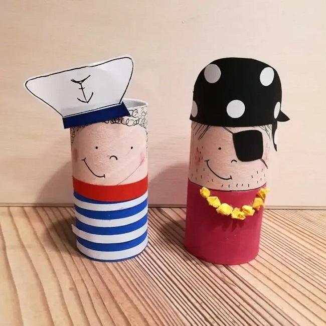 Marinheiro e pirata criados a partir do artesanato com rolo de papel higiênico. Fonte: Judith