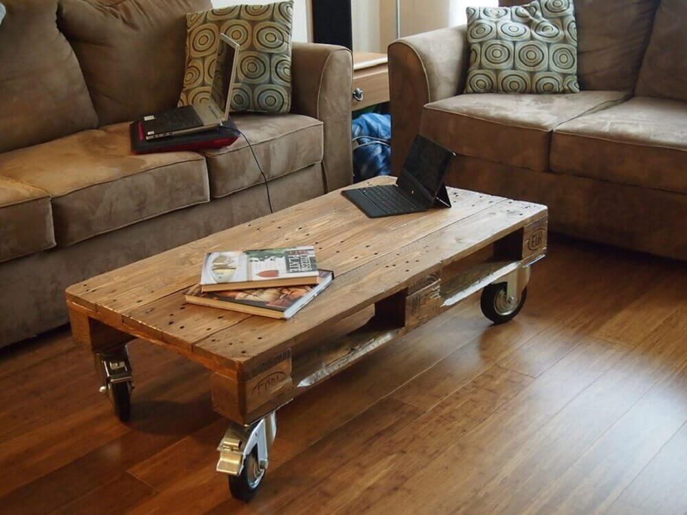 Mesa de centro de pallet com rodinha