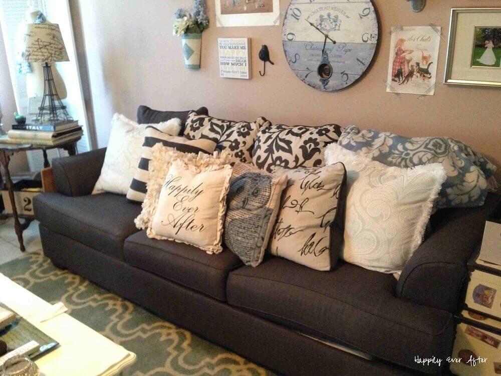 Modelos de almofadas decorativas para sofá preto