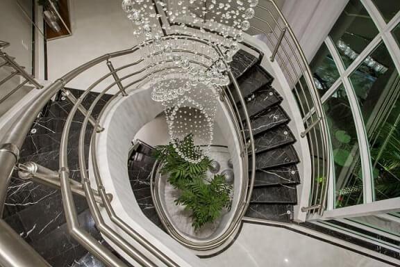 Modelos de escadas caracol alta em mármore Projeto de Aquiles Nicolas Kilaris