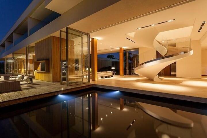 Modelos de escadas caracol com guarda-corpo de vidro Projeto de Roberto Migotto