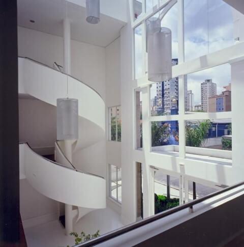 Modelos de escadas caracol e pendentes Projeto de Roberto Migotto