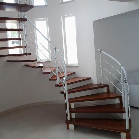Modelos de escadas circular de madeira com corrimão Projeto de Edinei Melo