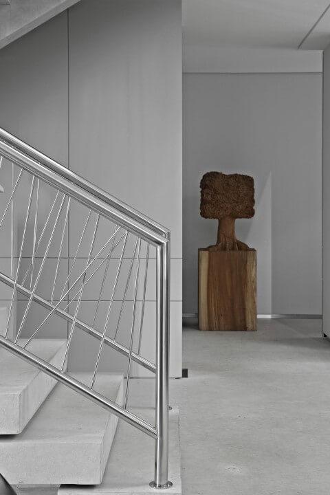 Modelos de escadas em L com guarda-corpo metálico Projeto de Gislene Lopes