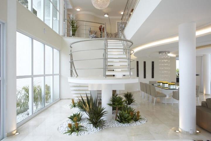 Modelos de escadas em U com jardim de inverno Projeto de Aquiles Nicolas Kilaris