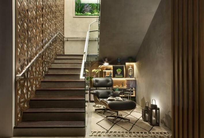 Modelos de escadas em U com poltrona no vão Projeto de Casa Cor Franca 17