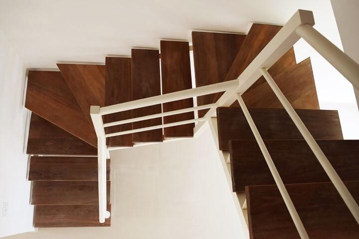 Modelos de escadas em U de madeira Projeto de Escadas MV