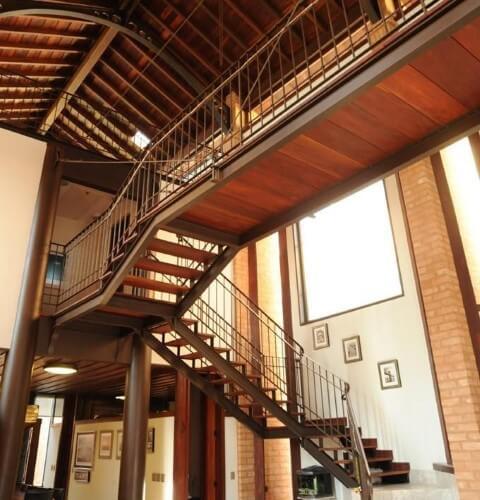 Modelos de escadas em U de madeira Projeto de Renato Pinheiro