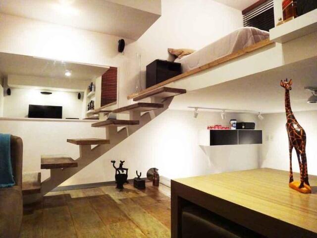 Modelos de escadas linear baixa de madeira com estrutura central Projeto de Vinicius Santini