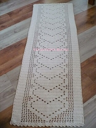Passadeira de crochê branca com corações