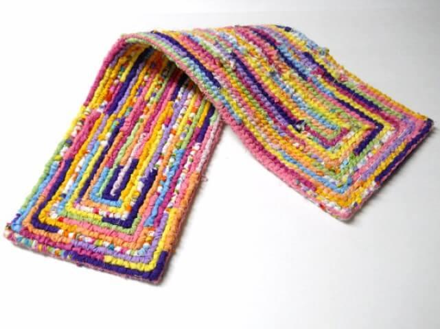 Passadeira de crochê colorida