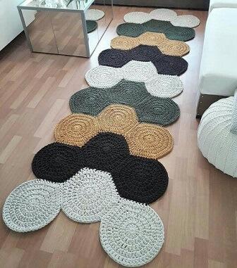 Passadeira de crochê com círculos coloridos