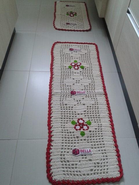 Passadeira de crochê em kit com flores