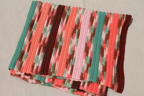 Passadeira de crochê listrada colorida