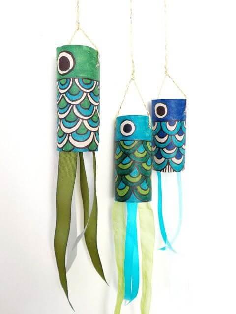 Peixes coloridos criados por meio do artesanato com rolo de papel higiênico. Fonte: Pinterest