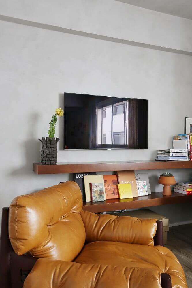 Poltrona de couro marrom para sala de estar