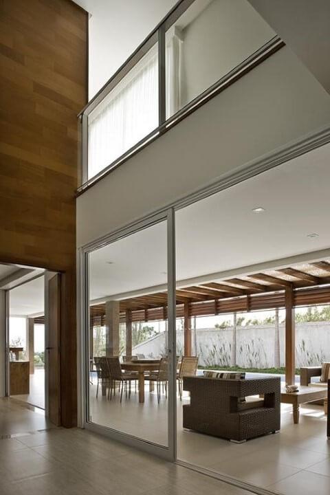 Porta de correr de vidro para área externa Projeto de DG Arquitetura