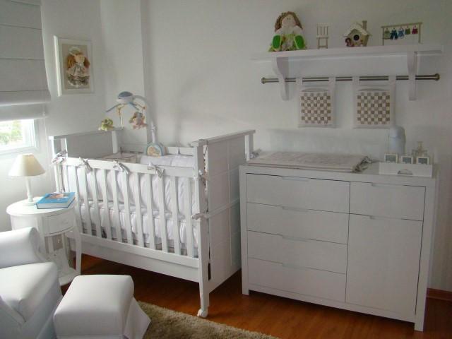 Quarto planejado de bebê branco Projeto de Aline Driess