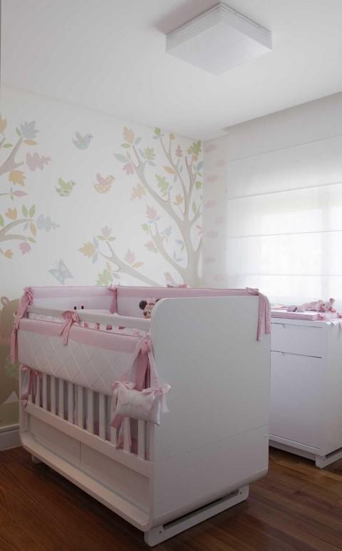 Quarto planejado de bebê com verço e trocador Projeto de Erica Salguero