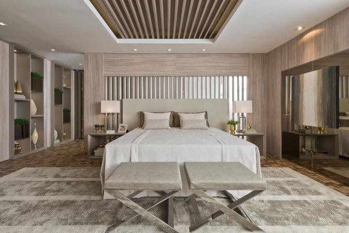Quarto planejado de casal com chão de madeira e tapete creme Projeto de Casa Cor 2016
