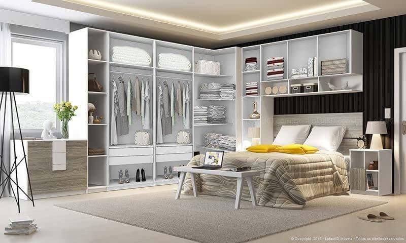 Quarto planejado de casal com guarda-roupa aberto Projeto de LojasKD