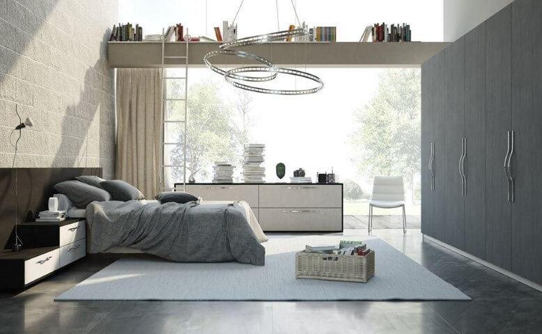 Quarto planejado de casal espaçoso com parede de vidro Projeto de Universo Decor