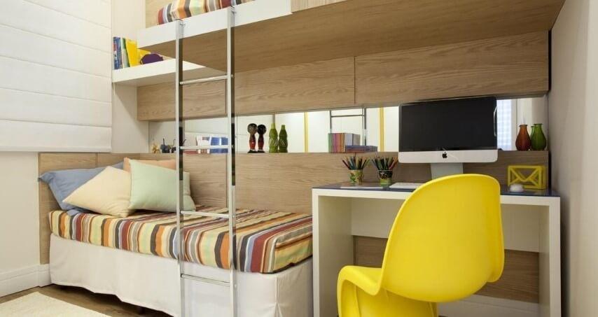 Quarto planejado infantil com duas camas e escrivaninha Projeto de Adriana Fontana