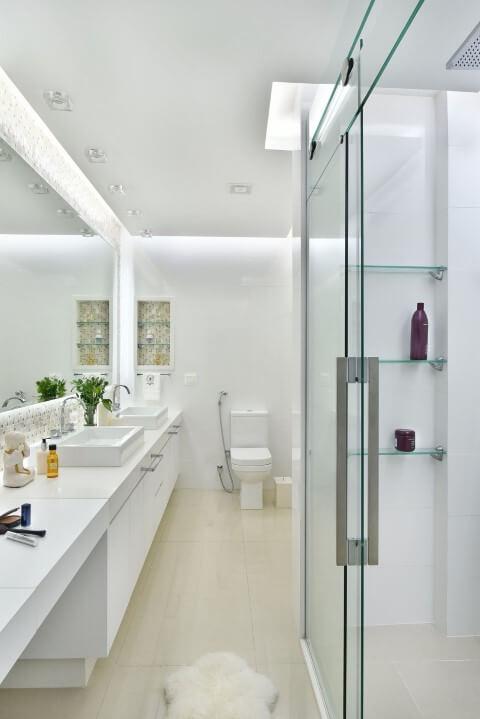 Sala de banho com porta de correr de vidro Projeto de Tetriz Arquitetura