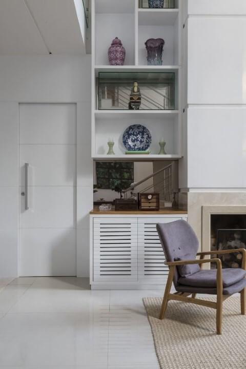 Sala de estar com porta de correr com vincos Projeto de Studio Deux